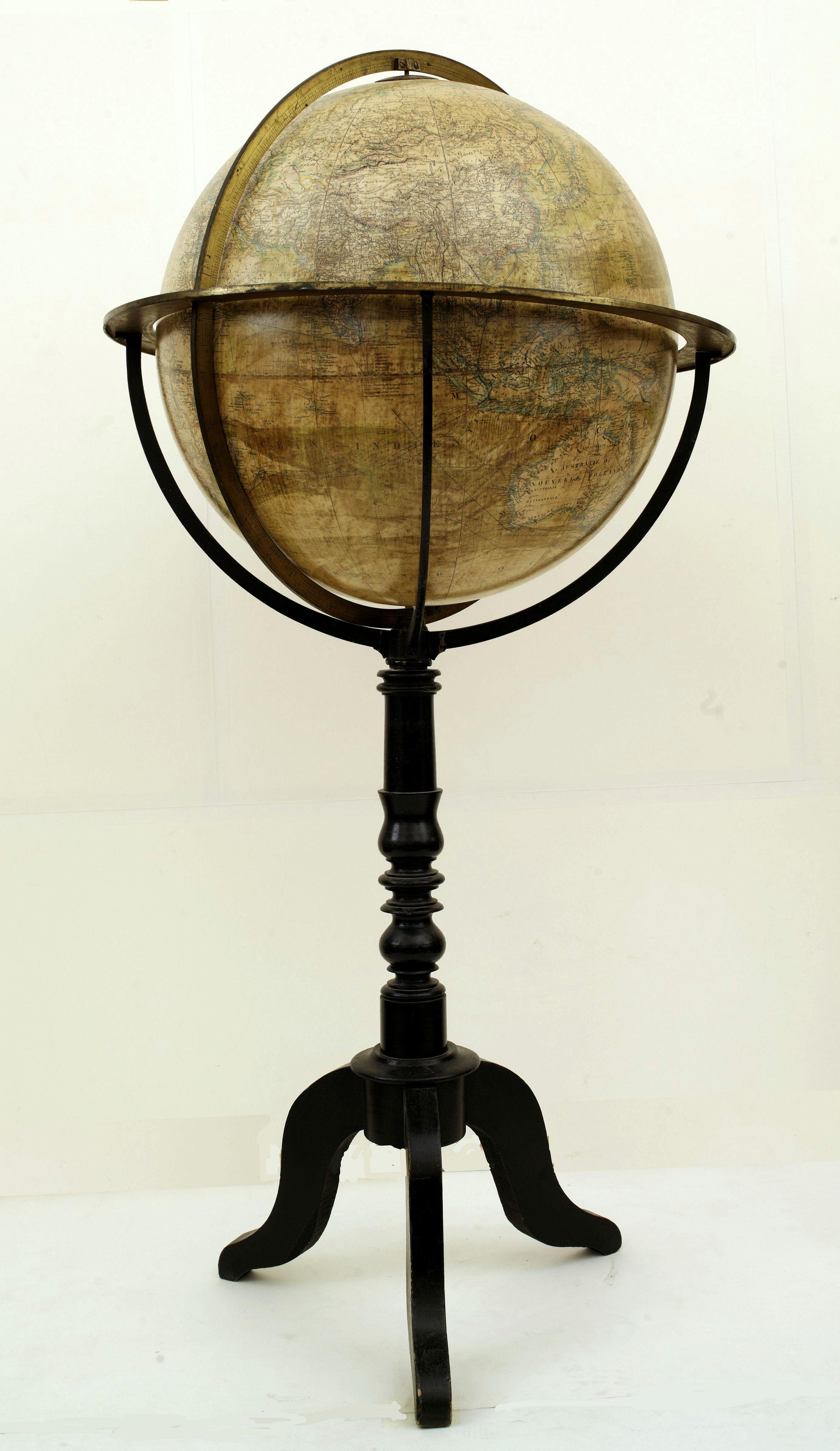BERTAUX, -  Globe terrestre d